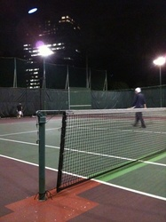 某所のテニスコート、パーソナルトレーナー江口画像